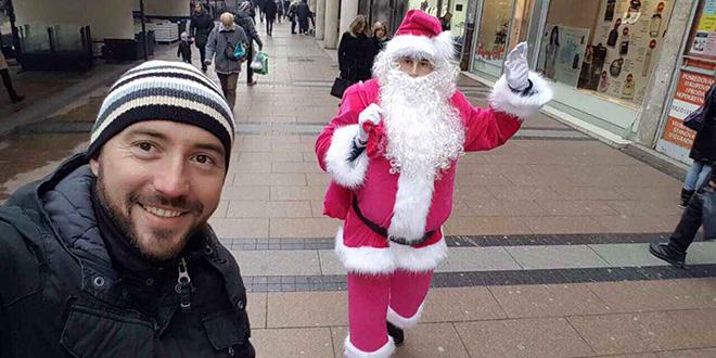 Pronađite Avon Pink Deda Mraza u Obrenovićevoj